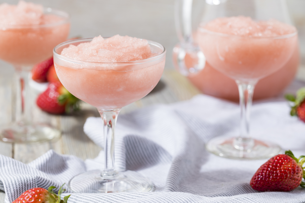 If you want to go beyond the Arbor Mist frozen wine cocktails that you can buy in the store, here are a few tips for making homemade frozen wine cocktails.