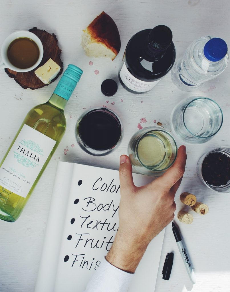 If you enjoy party planning or entertaining guests, choosing the right wine for your meal can be a challenge. Here are a few tips to make it easier.