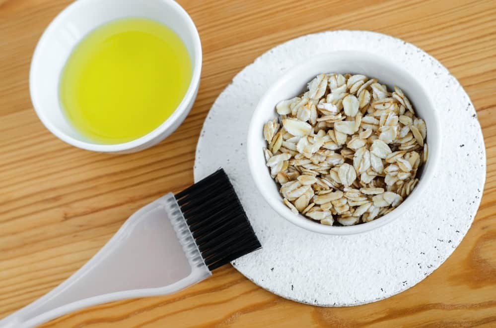 Olive oil and oatmeal for a face scrub