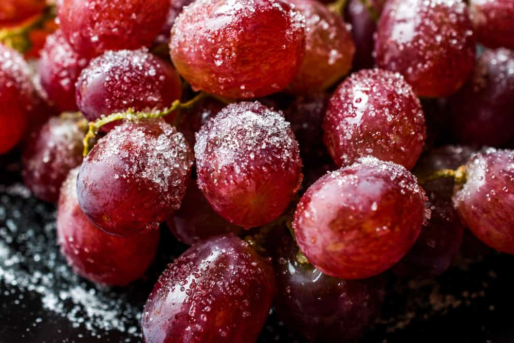 frosted grapes garnish