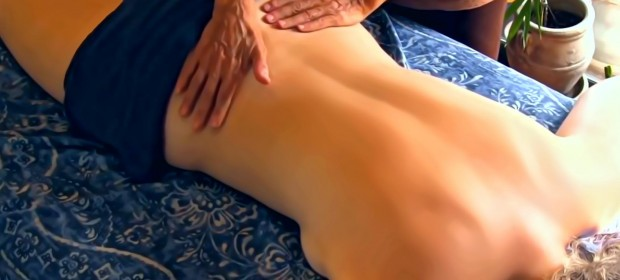 DIY Sensual Massage Oil and How to Give a Romantic Massage