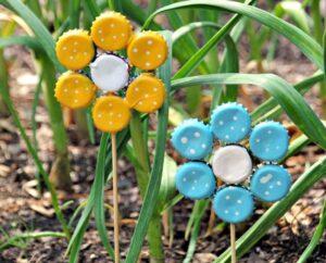 How to Make Bottle Cap Flowers for Frugal DIY Garden Art