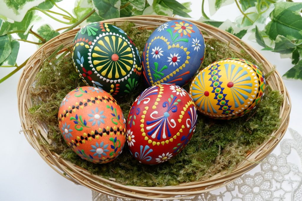 egg crafts and decorating