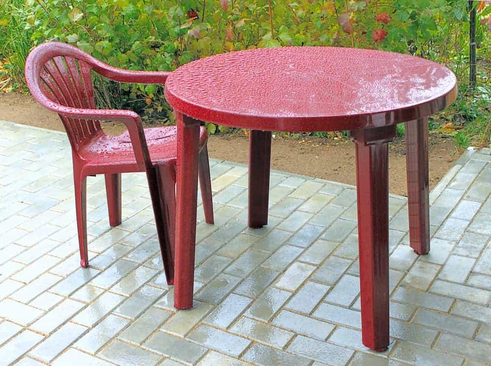 clean plastic patio furniture
