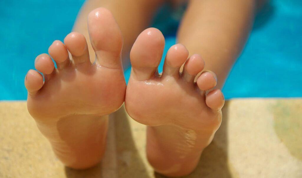 feet-830503_1280