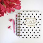 Want to get life organized? Why not start bullet journaling? Read more about bullet journaling for beginners and stay on top of life's daily chaos!
