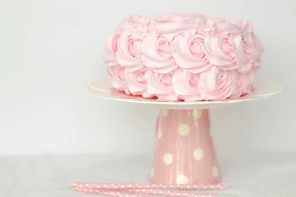 Easy Cake Decorating Tips for Homemade Cakes - Suburbia Unwrapped