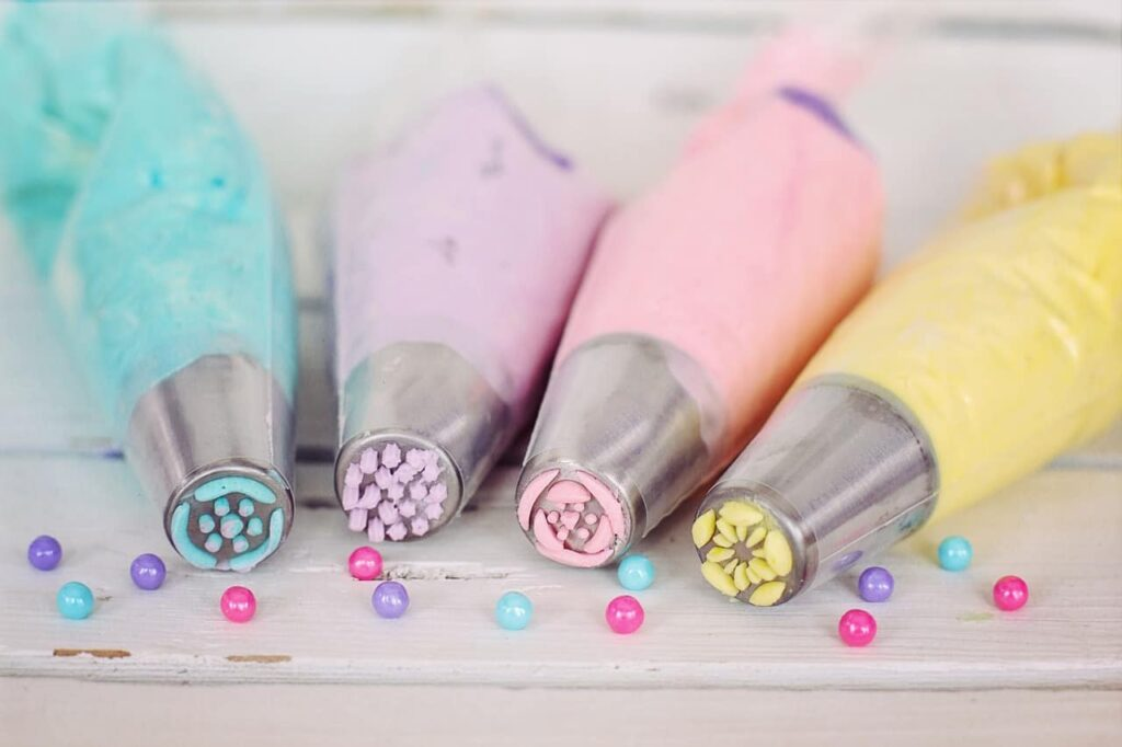 Want to make beautiful homemade cakes? Here are a few easy cake decorating tips that will help as well as essential cake decorating equipment suggestions.