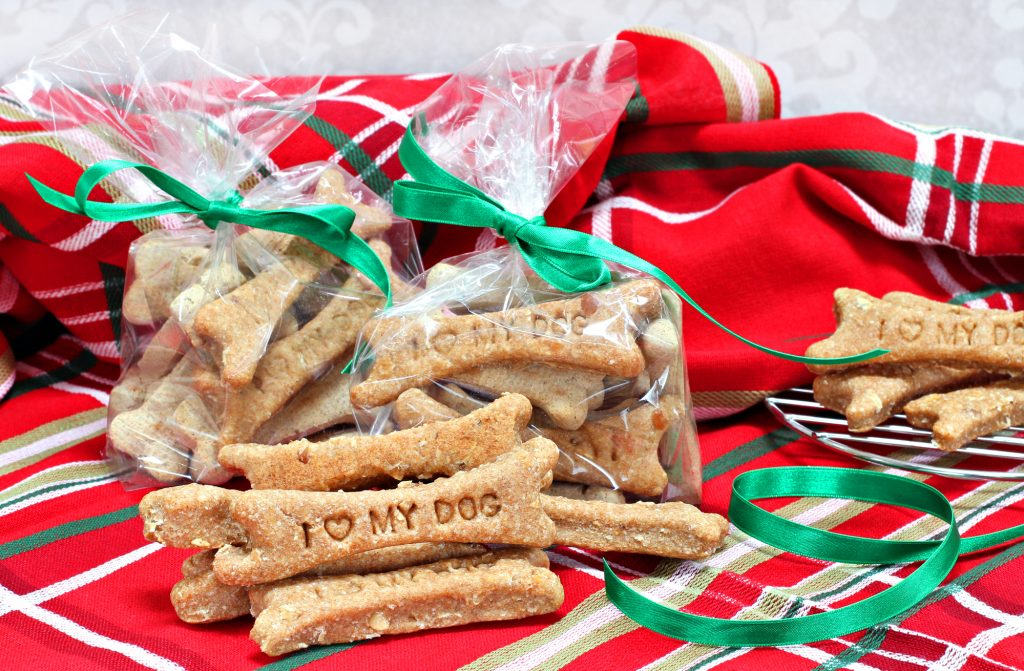 Looking for creative gifts for dog lovers? Want to make homemade treats for dogs? These DIY dog treat recipes will be a big hit!