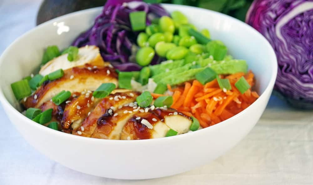 If you are looking for quick and healthy dinner ideas, this easy rice bowl recipe with chicken and edamame is just the thing you need.