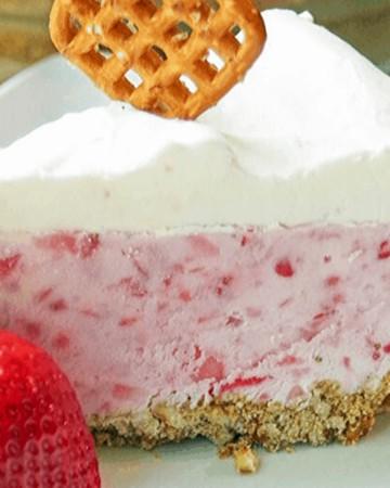 Strawberry Pie Recipe with Fresh Strawberry and pretzel crust